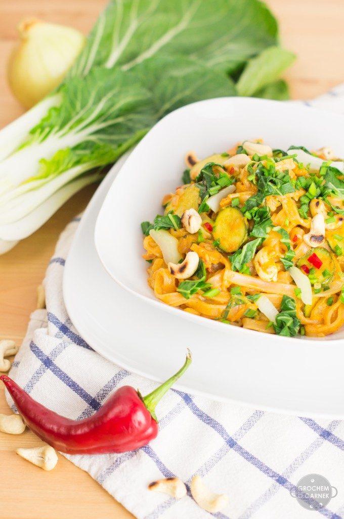 Szybki wegański makaron z sosem orzechowym