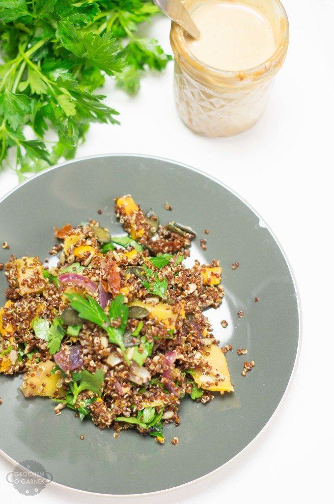 Dania na upalne dni – wegańska sałatka z komosy ryżowej i mango