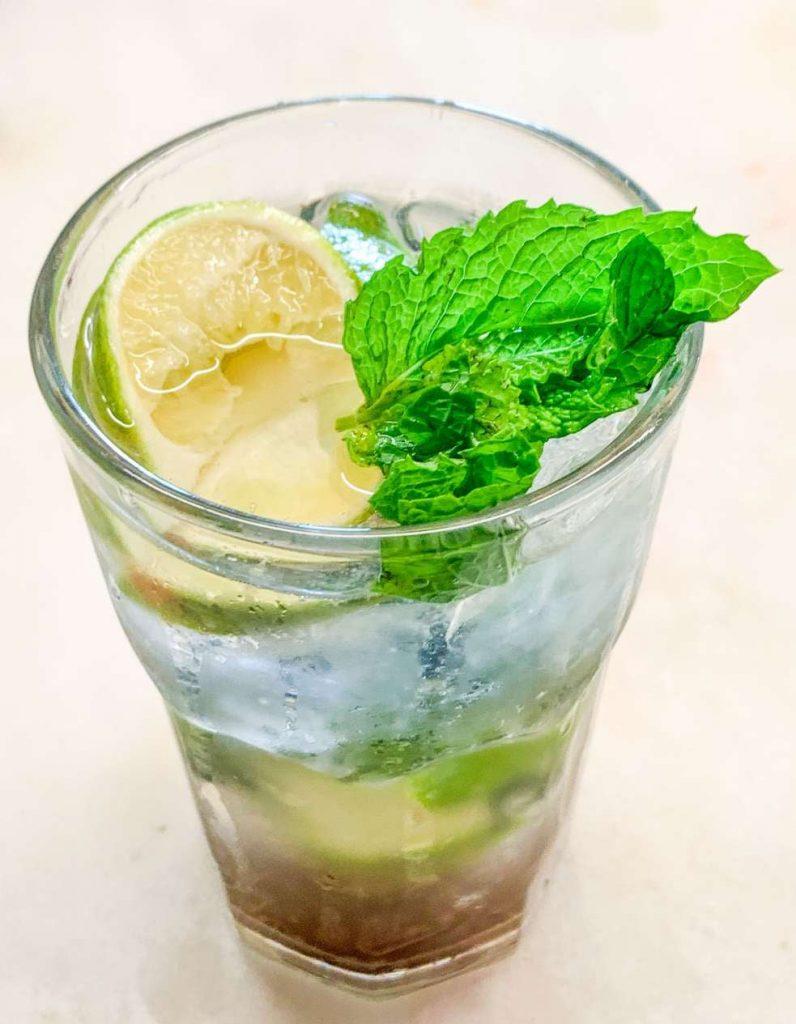 Przepis na bezalkoholowe mojito wegańskie