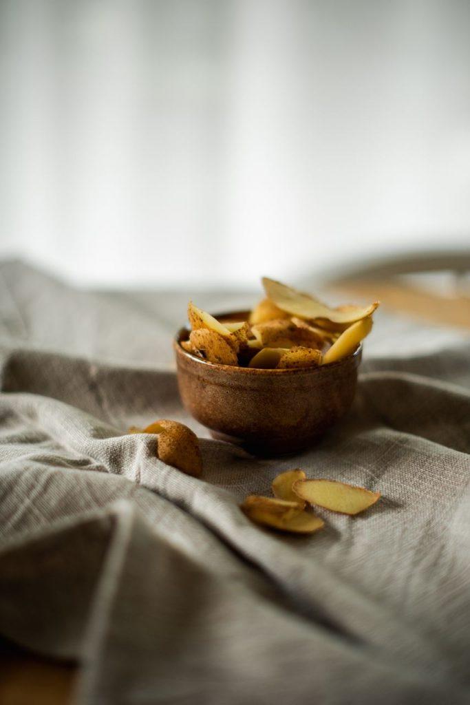 """Co zrobić z obierków ziemniaków? Odpowiedź w książce """"Ziemniaki zjedz"""""""